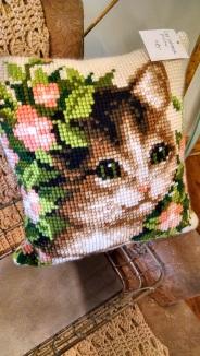 Cat latch hook pillow