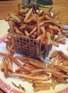 Belgian fries (sea salt & roasted garlic aioli)